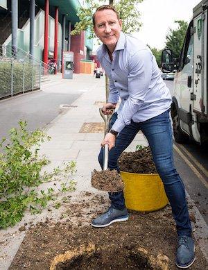 Ray Parlour tree planting